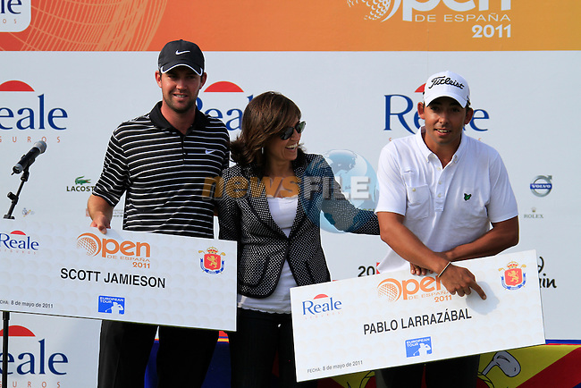 Scott Jamieson (SCO) joint 3rd place with Pablo Larrazabal (ESP), who wonders where the money is on the cheque, at the end of the Final Day of the Open de Espana at Real Club De Golf El Prat, Terrasa, Barcelona, 8th May 2011. (Photo Eoin Clarke/Golffile 2011)