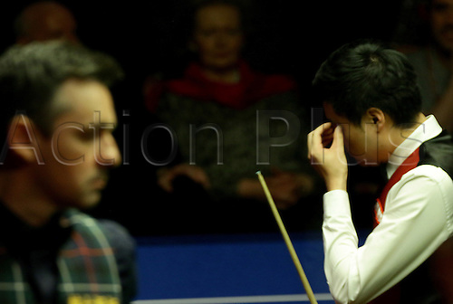 29.04.2016: Birmingham, UK.  Ding Junhui in action against Alan McManus in the third session best of 33 frames semi-final at the 2016 World Snooker Championships in Sheffield.