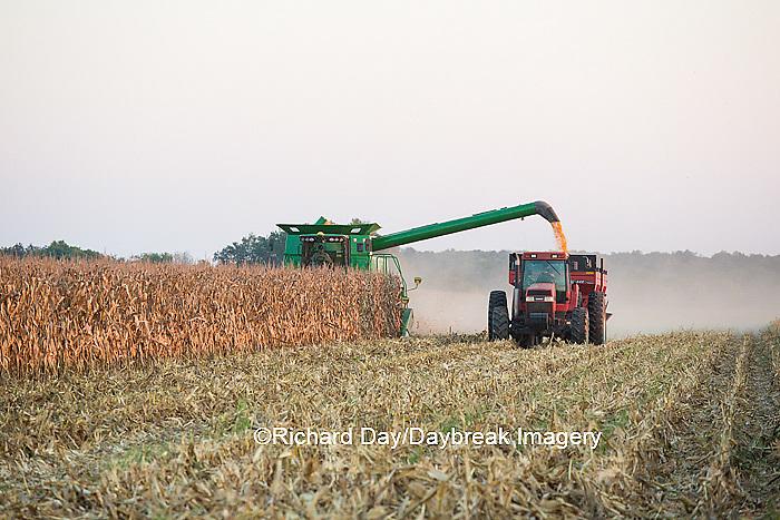 63801-06820 Farmer harvesting corn, Marion Co., IL
