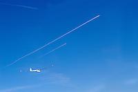 Segelflug, Segelflugzeug, DG 800 B, Kondenzstreifen, Gewerbliche Luftfahrt, Private Luftfahrt, Luftraum,