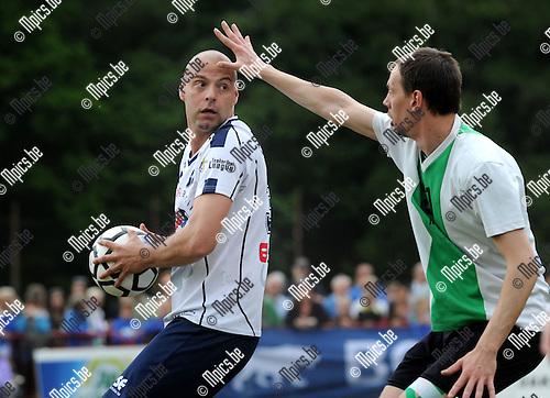 2014-05-01 / Korfbal / seizoen 2013-2014 / Finale Beker van Belgi&euml; Voorwaarts - Boeckenberg / Davor Duronjic (l. Boeckenberg) met Ben Wouters<br /><br />Foto: mpics.be