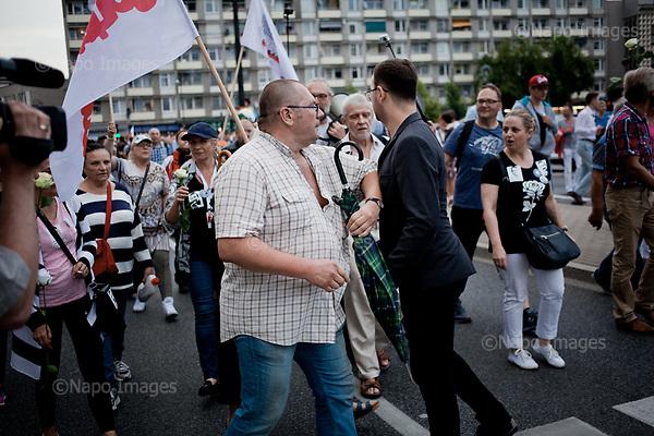 WARSZAWA, 10/07/2017:<br /> Demonstracja opozycji tzw. &quot;Kontrmiesiecznica smolenska&quot;, przeciwko upolitycznianiu tragedii Smolenskiej. n/z dziennikarz TVP1 prowokuje czlonkow demonstracji.<br /> Fot: Piotr Malecki / Napo Images<br /> <br /> WARSAW, POLAND, JULY 10, 2017:<br /> Government tv channel journalist is provoking the rally demonstrators.<br /> Oposition demonstration against politicizing the Smolensk crash tragedy, during the monthly commemoration oficially organized by the PiS (Law and Justice) led government.<br /> (Photo by Piotr Malecki / Napo Images)