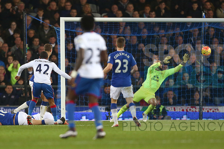 Tim Howard of Everton makes a save from a Jason Puncheon of Crystal Palace strike - Everton vs Crystal Palace - Barclays Premier League - Goodison Park - Liverpool - 07/12/2015 Pic Philip Oldham/SportImage
