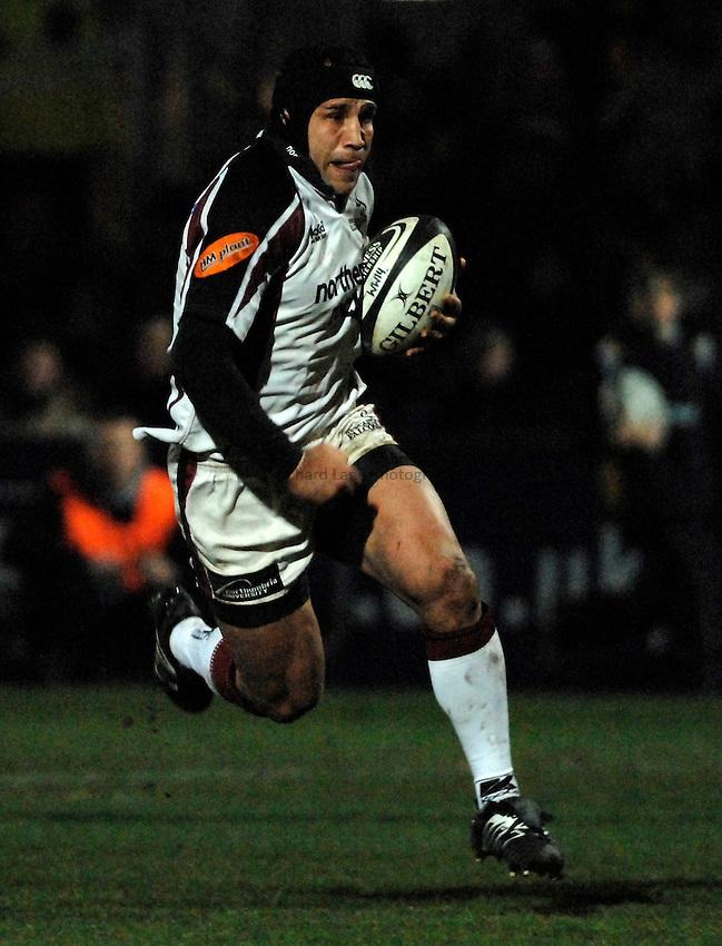 Photo: Richard Lane..Worcester Warriors v Newcastle Falcons. Guinness Premiership. 16/03/2007. .Falcons' Mark Mayerhofler attacks.