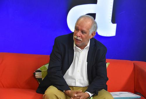 Dr. Wilfredo Lozano, sociólogo.