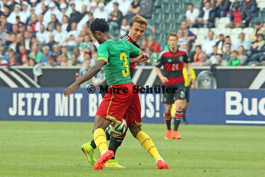 Mario Götze (D) gegen Nicolas N'Koulou (CAM) - Deutschland vs. Kamerun, Mönchengladbach