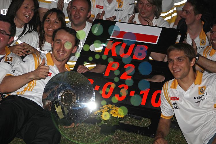 F1 GP of Australia, Melbourne 26. - 28. March 2010.Robert Kubica (POL), Renault F1 Team - Vitaly Petrov (RUS), Renault F1 Team ..Hasan Bratic;Koblenzerstr.3;56412 Nentershausen;Tel.:0172-2733357;.hb-press-agency@t-online.de;http://www.uptodate-bildagentur.de;.Veroeffentlichung gem. AGB - Stand 09.2006; Foto ist Honorarpflichtig zzgl. 7% Ust.;Hasan Bratic,Koblenzerstr.3,Postfach 1117,56412 Nentershausen; Steuer-Nr.: 30 807 6032 6;Finanzamt Montabaur;  Nassauische Sparkasse Nentershausen; Konto 828017896, BLZ 510 500 15;SWIFT-BIC: NASS DE 55;IBAN: DE69 5105 0015 0828 0178 96; Belegexemplar erforderlich!..