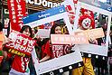 Fast-food workers strike in Tokyo