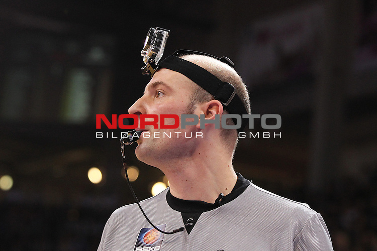 18.01.2014, Telekom Baskets Dome, Bonn, GER, BBL, Allstar Day 2014 Team National vs. Team International, im Bild<br /> Schiedsrichter mit GoPro<br /> <br /> Foto &copy; nordphoto / Mueller