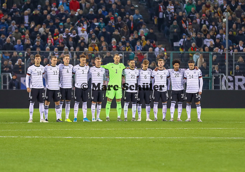 Schweigeminute für Robert Enke - 16.11.2019: Deutschland vs. Weißrussland, Borussia Park Mönchengladbach, EM-Qualifikation DISCLAIMER: DFB regulations prohibit any use of photographs as image sequences and/or quasi-video.
