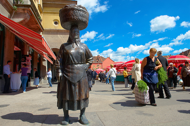 Statue of Market Women, Dolac Fruit & Vegetable Market [ Tr?nica Dolac ] , Zagreb, Croatia