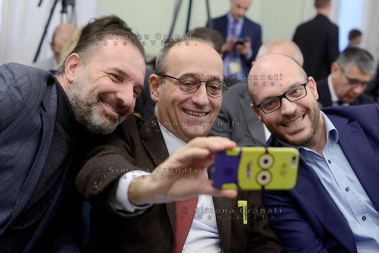 Roma,13 Novembre 2019<br /> Massimo Bitonci, Alberto Bagnai, Lorenzo Fontana si fnno un selfie.<br /> Matteo Salvini in Conferenza stampa sulla manovra economica alla Sala Salvadori