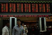 SAO PAULO, SP, 02 JANEIRO 2013 - BOLSA DE VALORES DE SAO PAULO - Vista dos painéis da BM&FBovespa (Bolsa de Valores, Mercadorias e Futuros de São Paulo), na sede da Bovespa, na região central da capital paulista, nesta quarta-feira, 02. Às 17h44 desta tarde o índice Ibosvespa operava em alta de 2,62% (FOTO: AMAURI NEHN / BRAZIL PHOTO PRESS).