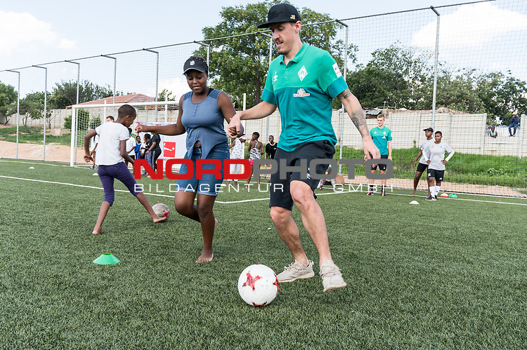 08.01.2019, AMANDLA Save Hub, Johannesburg, RSA, TL Werder Bremen Johannesburg Tag 06 - Besuch des AMANDLA Save Hub<br /> <br /> im Bild / picture shows <br /> <br /> Max Kruse (Werder Bremen #10)<br /> <br /> **** Attention *** **** Attention *** <br /> <br /> Only be used for the purpose of documenting the Safe-Hub visit on 08 January 2019<br /> <br /> Foto &copy; nordphoto / Kokenge