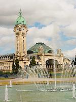 La tour de la gare est le monument emblematique de la ville de Limoges. La construction de cet edifice remonte aux annees 1923-26.