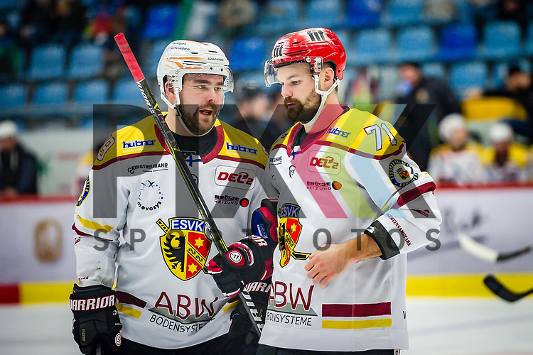 li: Jere Laaksonen (ESV Kaufbeuren #39) ; re: Sami Blomqvist (ESV Kaufbeuren #71)  beim Spiel in der DEL2, Bietigheim Steelers (dunkel) - ESV Kaufbeuren (hell).<br /> <br /> Foto © PIX-Sportfotos *** Foto ist honorarpflichtig! *** Auf Anfrage in hoeherer Qualitaet/Aufloesung. Belegexemplar erbeten. Veroeffentlichung ausschliesslich fuer journalistisch-publizistische Zwecke. For editorial use only.