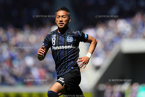 Yosuke Ideguchi (Gamba), <br /> MAY 5, 2017 - Football / Soccer : <br /> 2017 J1 League match between <br /> Gamba Osaka 1-1 Shimizu S-Pulse <br /> at Suita City Football Stadium, Osaka, Japan. <br /> (Photo by AFLO SPORT)