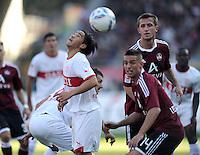 FUSSBALL   1. BUNDESLIGA  SAISON 2011/2012   10. Spieltag 1 FC Nuernberg - VfB Stuttgart         22.10.2011 Shinji Okazaki (li, VfB Stuttgart) gegen Robert Mak (1 FC Nuernberg)