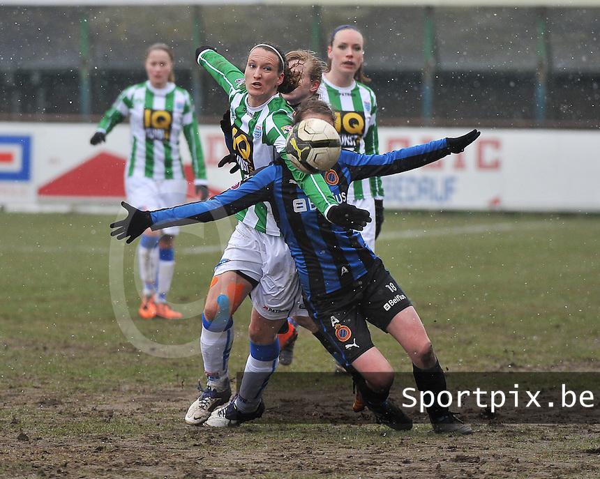 Club Brugge Dames - PEC Zwolle : duel tussen Lisanne Vermeulen en Nicky Van Den Abbeele (rechts).foto DAVID CATRY / Vrouwenteam.be