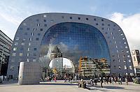 Rotterdam- De Markthal te Rotterdam is een woon- en winkelgebouw met inpandige markthal, gesitueerd bij Blaak. De opening vond op 1 oktober 2014 plaats door koningin Máxima