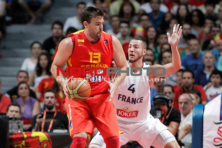 Spain's Marc Gasol (l) and France's Joffrey Lauvergne during friendly match.August 23,2012. Foto © nph / Acero)