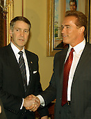Washington, DC - October 29, 2009 -- California Governor-elect Arnold Schwarzenegger, right, meets  United States Senate Majority Leader Bill Frist (Republican of Tennessee), left, under a portrait of former U.S. President Ronald Reagan in the United States Capitol in Washington, DC on October 29, 2003.  He was meeting to discuss ways to bring more money to California to help eliminate its financial crisis..Credit: Ron Sachs / CNP