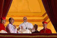 Il nuovo Papa Francesco parla alla folla di fedeli dalla Loggia centrale della Basilica di San Pietro, Citta' del Vaticano, 13 marzo 2013. Il Cardinale argentino Jorge Mario Bergoglio, che ha scelto il nome di Papa Francesco, e' il 266esimo Pontefice della Chiesa Cattolica Romana eletto dai 115 cardinali del Conclave.<br /> Newly elected Pope Francis greets the crowd of faithful from the central balcony of St. Peter's Basilica at the Vatican, 13 March 2013. Argentine Cardinal Jorge Mario Bergoglio, who chose the name of Pope Francis, is the 266th pontiff of the Roman Catholic Church elected by a Conclave of 115 cardinals. <br /> UPDATE IMAGES PRESS/Riccardo De Luca<br /> STRICTLY ONLY FOR EDITORIAL USE