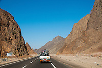 Driving through the Eastern Desert - Scenes and life from Egypt