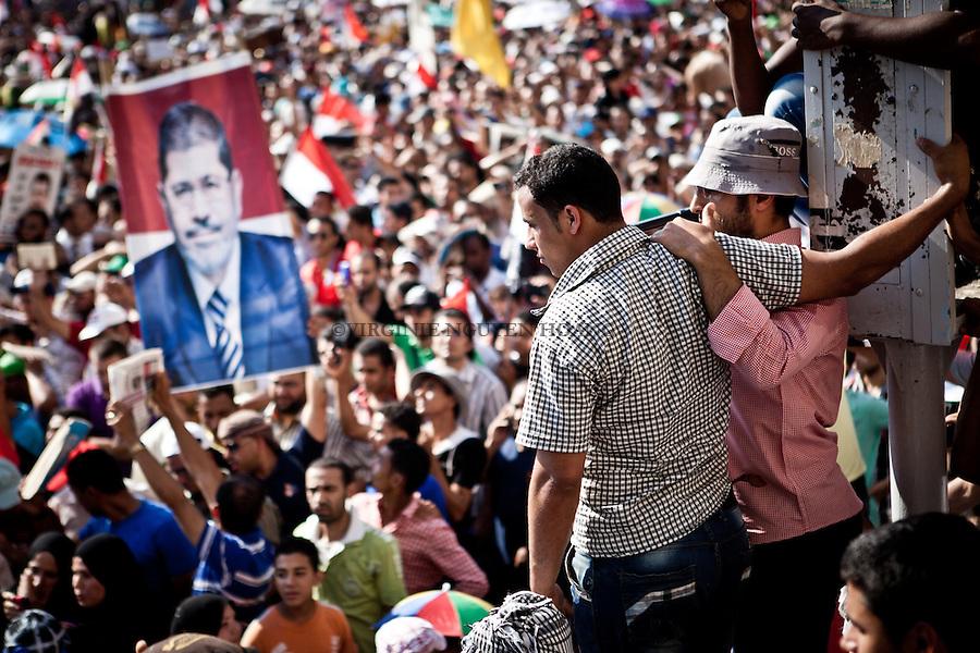 ©VIRGINIE NGUYEN HOANG/WOSTOK PRESS.Egypt,Cairo.24/06/2012...Farouq Sultan, the head of Egypt's election commission, has just announced that Mohammed Morsi is the winner of the country's presidential runoff with a total of 13,230,131 votes. His opponent, Ahmed Shafiq, received a total of 12,347,380 votes. .Thousands of people wre celebrating his victory on Tahrir Square. ..Farouq Sultan, President de la commission électorale  presidentielle d'Egypte, vient d'annoncer que Mohammed Morsi est le laureat du tour de la présidentielle du pays avec un total de 13,230,131 voix. Son adversaire, Ahmed Shafiq, a reçu un total de 12,347,380 voix. Des milliers de personnes se sont reunies sur la place Tahrir pour fêter sa victoire.