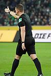 15.03.2019, Borussia Park , Moenchengladbach, GER, 1. FBL,  Borussia Moenchengladbach vs. SC Freiburg,<br />  <br /> DFL regulations prohibit any use of photographs as image sequences and/or quasi-video<br /> <br /> im Bild / picture shows: <br /> nach dem 1:1 Schiedsrichter Dr. Robert Kempa befragt den Videoassistent das Tor gilt <br /> Foto © nordphoto / Meuter