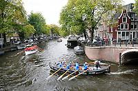 Nederland  Amsterdam 2016. Jaarlijkse Grachtenrace door Amsterdam. Wedstrijd met sloepen.  Foto Berlinda van Dam / Hollandse Hooogte.