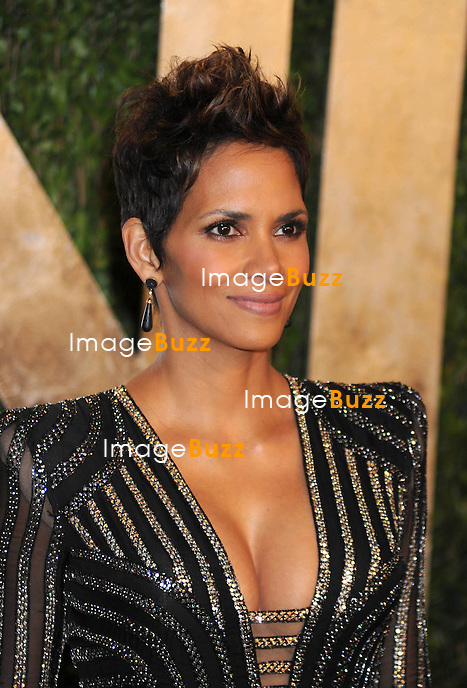2/24/13.Halle Berry at the Vanity Fair Oscar Party..(West Hollywood, CA).