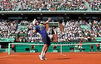 28-05-10, Tennis, France, Paris, Roland Garros, Thiemo de Bakker  serveert op Jo-Wilfriet Tsonga