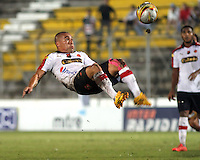 IBAGUE -COLOMBIA,19-NOVIEMBRE-2014. Vladimir Marin del Independiente Medellin en accion contra el Deportes Tolima   . Partido por la 2 fecha de los cuadrangulares semifinales  de la Liga Postobón 2014- II , jugado en el estadio Manuel  Murillo Toro de la ciudad de Ibague./ Vladimir Marin in actions  against Deportes Tolima .  Match for the 2th date time in the semifinals homers Postobón II League 2014, played at the Manuel Murillo Toro stadium in Ibague city.Photo / VizzorImage / Felipe Caicedo  / Staff