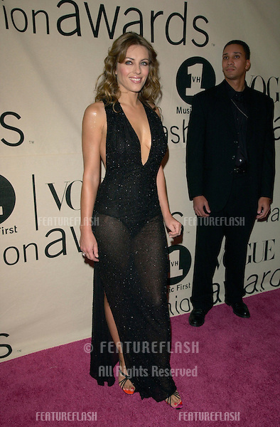 Actress ELIZABETH HURLEY at the VH1/Vogue Fashion Awards in New York..20OCT2000. © Paul Smith / Featureflash