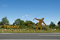 "Skilt ønsker velkommen til stedet Turangi på New Zealand, som kaller seg verdens ørrethovedstad ---- Sign in Turangi, New Zealand  The ""Trout fishing capital of the world"""
