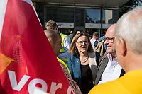 """Verdi-Aktion zu Tarifverhandlung mit der BVG.<br /> Am Mittwoch den 17. Mai 2017 rief die Gewerkschaft ver.di die Mitarbeiter der Berliner Verkehsbetriebe (BVG) zu einer""""Aktiven Fruehstueckspause"""" vor der Hauptverwaltung auf.<br /> In den laufenden Tarifverhandlungen zwischen ver.di und dem Kommunalen Arbeitgeberverband Berlin (KAV) fordert die Gewerkschaft eine Erhoehung, die deutlich ueber den 2,5 Prozent liegt, was der KAV ablehnt. Die erste Verhandlungsrunde am 10. Mai wurde ohne Ergebnis und ohne einen neuen Verhandlungstermin beendet.<br /> Im Bild: Sigrid Evelyn Nikutta, Vorstandsvorsitzende der Berliner Verkehrsbetriebe.<br /> 17.5.2017, Berlin<br /> Copyright: Christian-Ditsch.de<br /> [Inhaltsveraendernde Manipulation des Fotos nur nach ausdruecklicher Genehmigung des Fotografen. Vereinbarungen ueber Abtretung von Persoenlichkeitsrechten/Model Release der abgebildeten Person/Personen liegen nicht vor. NO MODEL RELEASE! Nur fuer Redaktionelle Zwecke. Don't publish without copyright Christian-Ditsch.de, Veroeffentlichung nur mit Fotografennennung, sowie gegen Honorar, MwSt. und Beleg. Konto: I N G - D i B a, IBAN DE58500105175400192269, BIC INGDDEFFXXX, Kontakt: post@christian-ditsch.de<br /> Bei der Bearbeitung der Dateiinformationen darf die Urheberkennzeichnung in den EXIF- und  IPTC-Daten nicht entfernt werden, diese sind in digitalen Medien nach §95c UrhG rechtlich geschuetzt. Der Urhebervermerk wird gemaess §13 UrhG verlangt.]"""