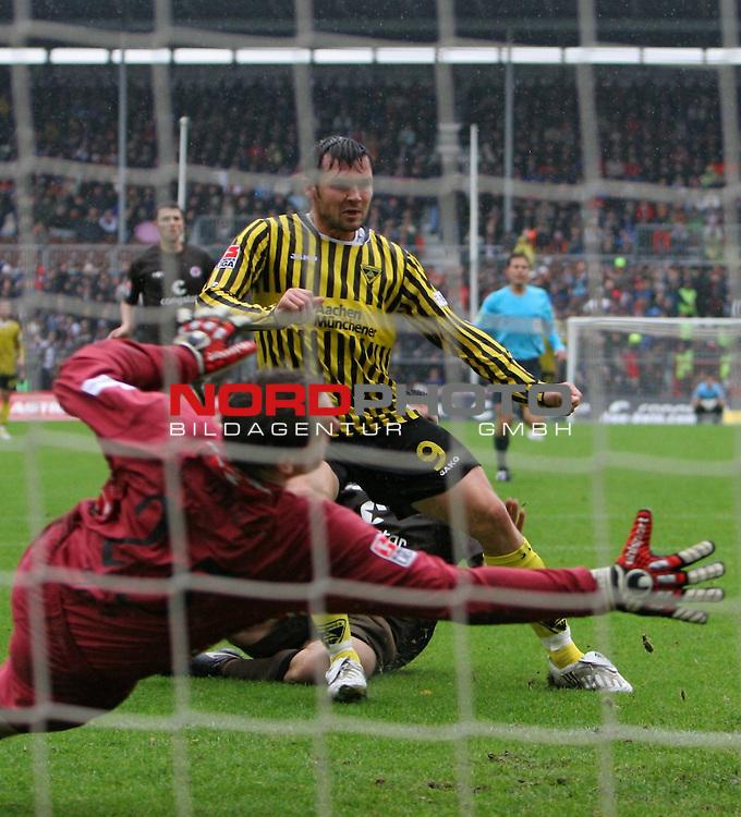 2.Liga FBL 2008/2009  7. Spieltag Hinrunde<br /> FC St.Pauli &ndash; vs. Alemannia Aachen<br /> <br /> Torsch&uuml;tze Benjamin Auer (Nr.9) zum 1:1 f&uuml;r Aachen. Keeper Mathias Hain (Nr.25). kommt zu sp&auml;t.<br /> <br /> <br /> <br /> Foto &copy; nph (nordphoto)<br /> <br /> *** Local Caption ***