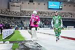Stockholm 2014-01-10 Bandy Elitserien Hammarby IF - Sandvikens AIK :  <br /> Hammarbys m&aring;lvakt Patrik Hedberg och Hammarbys David Brod&eacute;n Broden ser nedst&auml;mda ut n&auml;r de g&aring;r av planen efter matchen i Tel2 Arena och f&ouml;rlusten mot Sandvikens AIK <br /> (Foto: Kenta J&ouml;nsson) Nyckelord:  depp besviken besvikelse sorg ledsen deppig nedst&auml;md uppgiven sad disappointment disappointed dejected inomhus interi&ouml;r interior