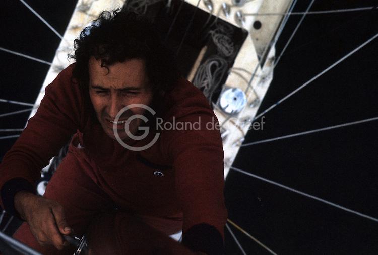 """Alain Colas sur Manureva, ex-Pen Duick IV, surnommé """"La Pieuvre d'aluminium"""". En 1974, premier record du tour du monde en solitaire après Sir Francis Chichester."""