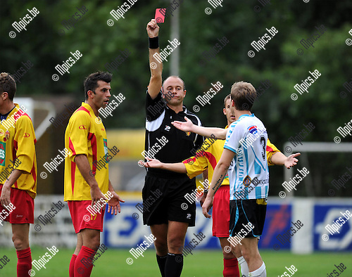 2011-08-17 / Voetbal / seizoen 2011-2012 / Bornem - Geel-Meerhout / Glenn Boeckmans van Geel-Meerhout kreeg al snel rood..Foto: mpics