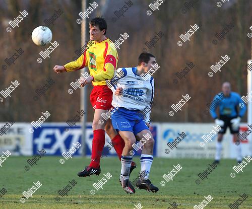 2009-01-18 / Voetbal  / KSV Bornem - SC Grimbergen / Wouter Koppen (Bor) met  Stefano Fuso (Gri)