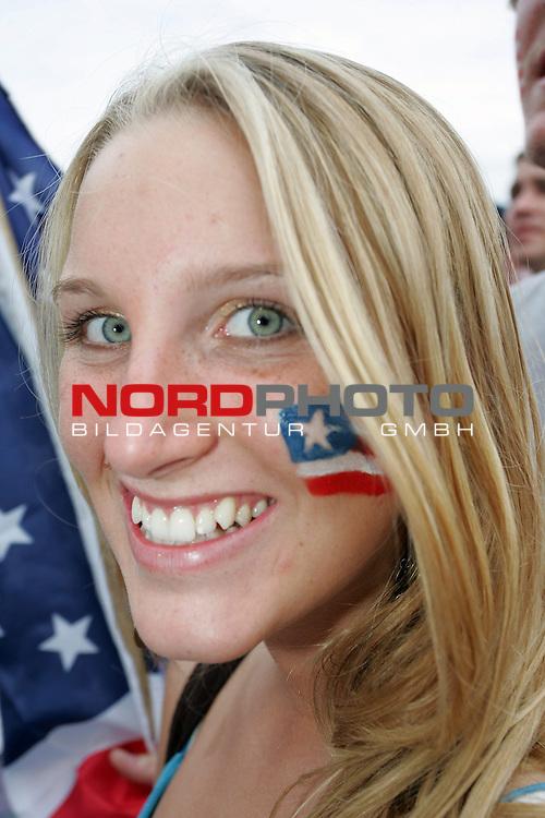 FIFA WM 2006 -  Fan Meile Nuernberg<br /> <br /> <br /> <br /> USA - Ghana<br /> <br /> <br /> <br /> Blonde USA Sch&circ;nheit mit USA Flagge im Gesicht.<br /> <br /> <br /> <br /> Foto: nordphoto