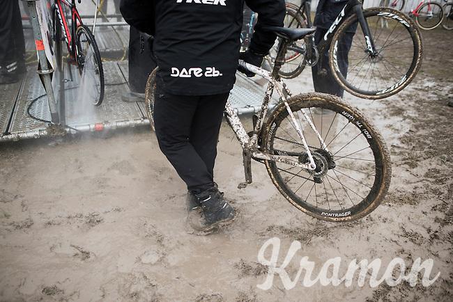 bike wash<br /> <br /> Elite Men's race<br /> CX Superprestige Noordzeecross <br /> Middelkerke / Belgium 2017