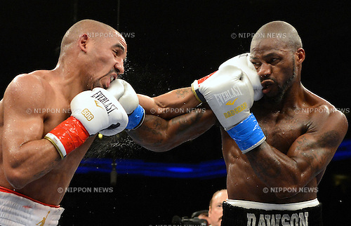 (L-R) Andre Ward, Chad Dawson (USA),.SEPTEMBER 8, 2012 - Boxing :.Andre Ward of the United States hits Chad Dawson of the United States during the WBC and WBA super middleweight titles bout at Oracle Arena in Oakland, California, United States. (Photo by Naoki Fukuda/AFLO)