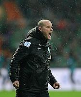 USSBALL   1. BUNDESLIGA    SAISON 2012/2013    10. Spieltag   Werder Bremen - FSV Mainz 05                             04.11.2012 JUBEL:  Trainer Thomas Schaaf (SV Werder Bremen)