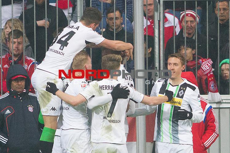 22.03.2015, Allianz Arena, Muenchen, GER, 1.FBL,  FC Bayern Muenchen vs. Borussia M&ouml;nchengladbach,  im Bild Jubel nach dem Tor zum 0-2 durch Raffael (Borussia #11) mit Oscar Wendt (Borussia #17) Fabian Johnson (Borussia #19) Patrick Herrmann (Borussia #7) Christoph Kramer (Borussia #23) Granit Xhaka (Borussia #34) <br /> <br />  Foto &copy; nordphoto / Straubmeier
