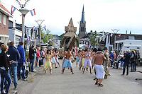CULTUUR: SINT NICOLAASGA: Allergorische Optocht, KPJOPATRA, K.P.J. <br /> Door de kracht van een magisch drankje kunnen Asterix &amp; Obelix samen met het &ldquo;goed voelende&rdquo; Egyptische volk een prachtig paleis bouwen, Inspiratiebron: Asterix en Obelix missie cleopatrae,<br /> <br /> &copy;foto Martin de Jong