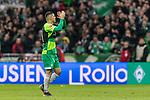 10.02.2019, Weserstadion, Bremen, GER, 1.FBL, Werder Bremen vs FC Augsburg<br /> <br /> DFL REGULATIONS PROHIBIT ANY USE OF PHOTOGRAPHS AS IMAGE SEQUENCES AND/OR QUASI-VIDEO.<br /> <br /> im Bild / picture shows<br /> Spielerwechsel Werder Bremen, Auswechslung Milot Rashica (Werder Bremen #11), Rashica wird verletzungsbedingt ausgewechselt, bedankt sich bei Fans mit Applaus und wird bejubelt, <br /> <br /> Foto © nordphoto / Ewert