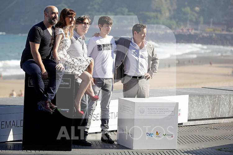 "Actors Francesc Colomer (2R),  Javier Camara (L), actress Natalia de Molina, director David Trueba (C) and actor Jorge Sanz (R) posse in the photocall of the ""Vivir es facil con los ojos cerrados"" film presentation during the 61 San Sebastian Film Festival, in San Sebastian, Spain. September 24, 2013. (ALTERPHOTOS/Victor Blanco)"